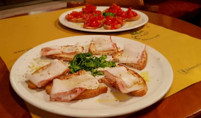 Crostino-Lardo-e-pomodoro.jpeg